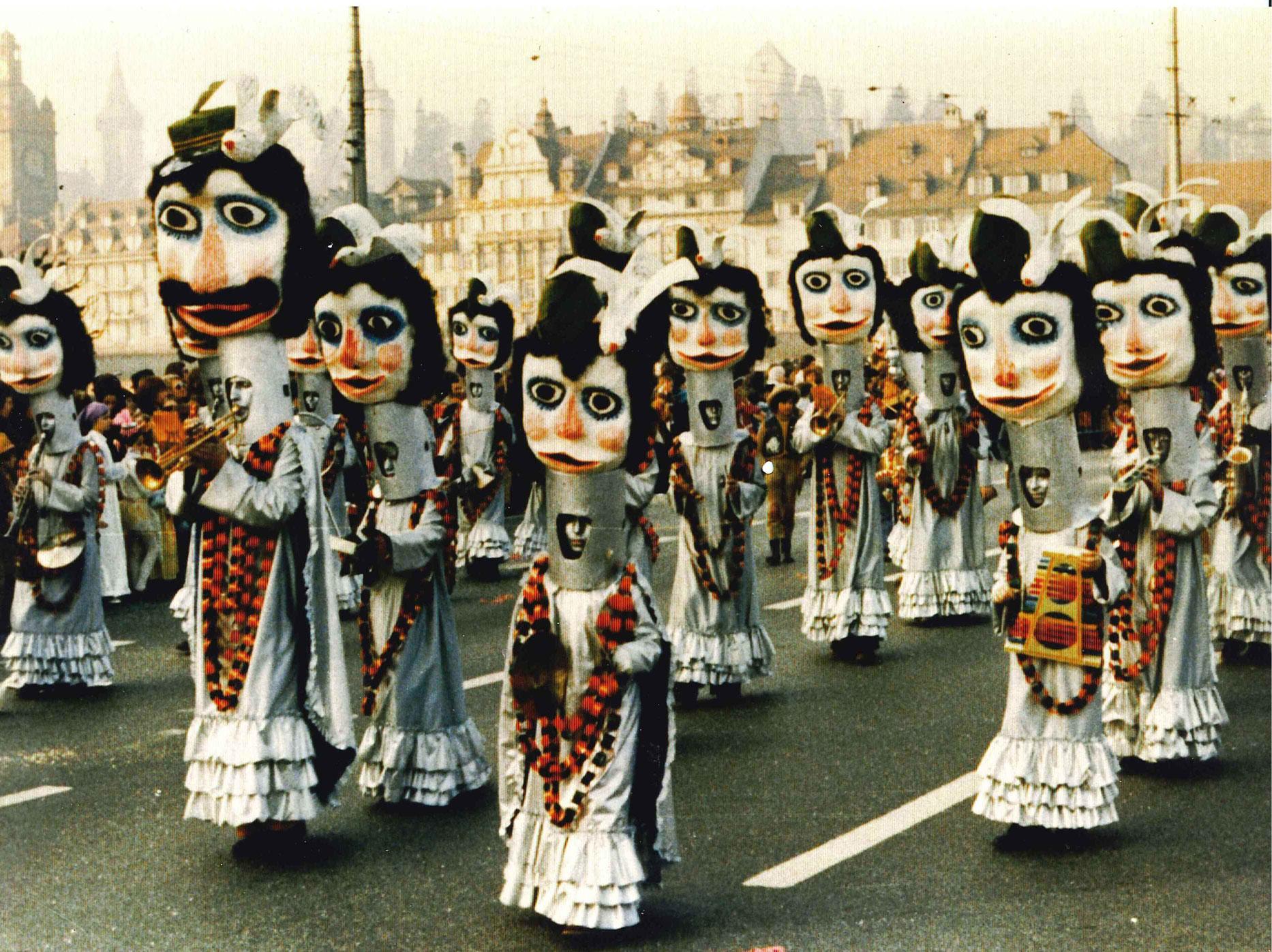 1975-Silberkleid