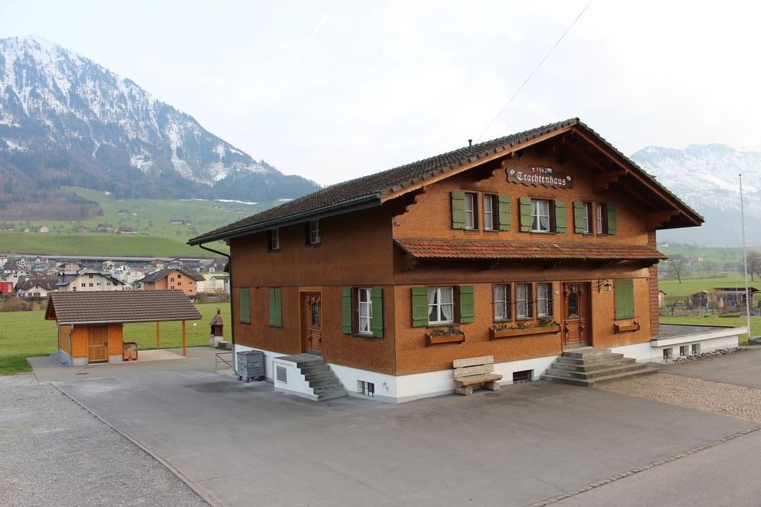 Trachtenhaus-in-Buochs-NW